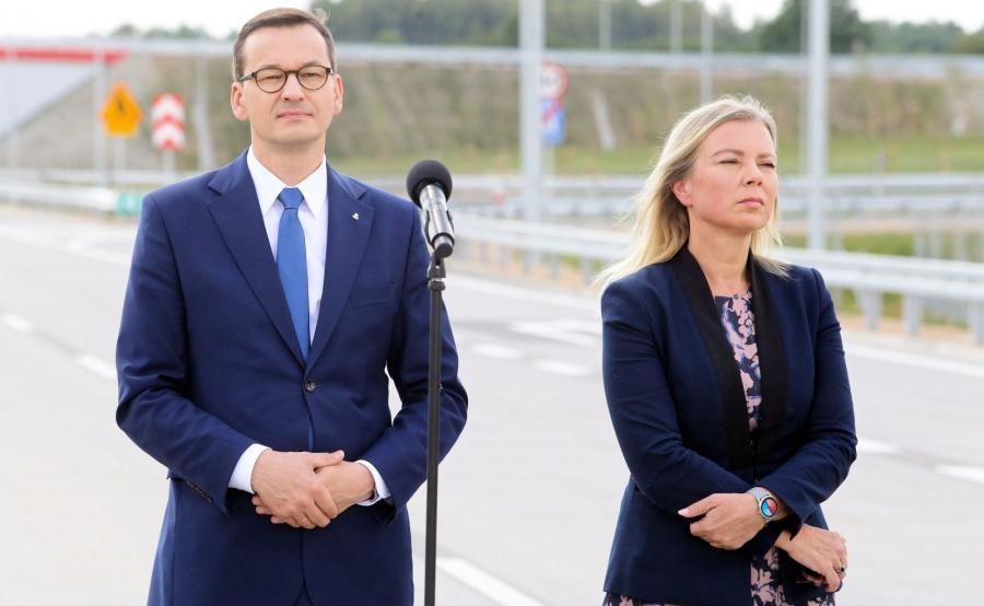 Premier Mateusz Morawiecki i unijna komisarz ds. rynku wewnętrznego i usług Elżbieta Bieńkowska podczas uroczystości otwarcia odcinka autostrady A1