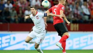 Robert Lewandowski (L) i Stefan Posch (P) z Austrii