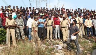 Manifestacja na cześć policjantów, którzy zabili podejrzanych o gwałt zbiorowy w Indiach