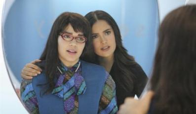 """UGLY BETTY - """"After Hours"""" - Betty takes a break from her escalating family troubles when she's assigned to review a posh new hotel. Meanwhile, Daniel is dismayed when Sofia Reyes (guest star Salma Hayek) and her team take up residence in the Mode conference room, and Wilhelmina goes a little bit country to woo a mega rich Texan (guest star Brett Cullen) to advertise his stores in Mode, on """"Ugly Betty,"""" THURSDAY, NOVEMBER 9 (8:00-9:00 p.m., ET) on the ABC Television Network. (ABC/DANNY FELD)AMERICA FERRERA, SALMA HAYEK"""