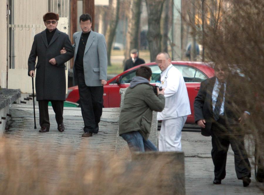 Ochrona wojskowego szpitala w Warszawie pobiła fotoreportera, który robił zdjęcia Jaruzelskiemu
