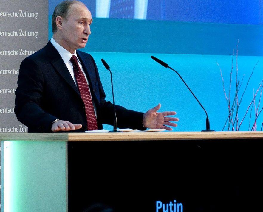 Partia Putina traci poparcie. 10 procent w miesiąc