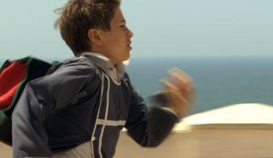 """Małoletni Martin Nissen sprawia, że """"Anioł nad morzem"""" w ogóle daje się to oglądać"""