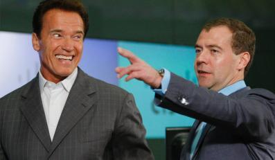 Schwarzenegger i Miedwiediew. Przyjaźń kwitnie na Twitterze