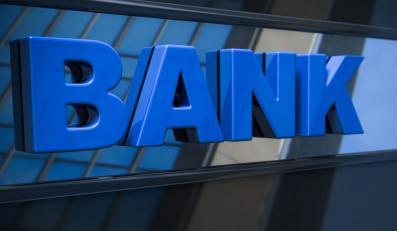 Emeryt pozwał banki. Za brak toalety!