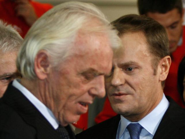Premier Tusk powitał na Okęciu polską reprezentację piłkarską