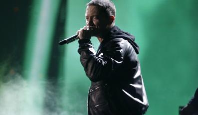 """Eminem musiał zadowolić się jedynie dwiema statuetkami, które otrzymał za Najlepsze Wykonanie Solo - Rap (utwór """"Not Afraid""""), oraz Album Roku - Rap (za płytę """"Recovery"""")"""