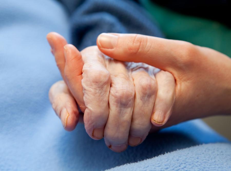 Niepewny los hospicjów i domów pomocy
