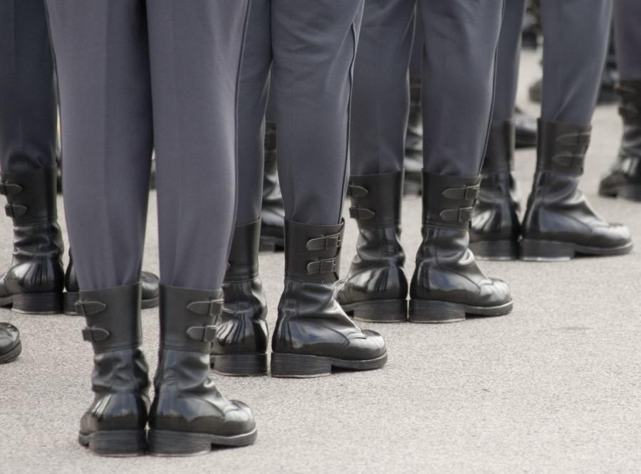 Coraz więcej żołnierzy odchodzi z armii