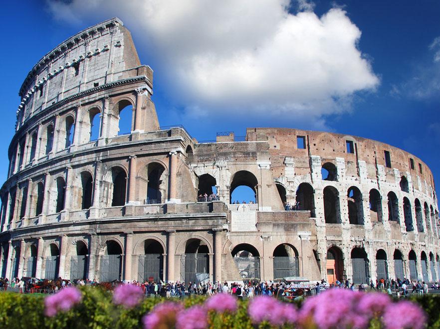 Co godzinę koło Koloseum przejeżdża ponad 2 tysiące samochodów, a poziom hałasu w jego pobliżu nigdy nie schodzi poniżej 70 decybeli