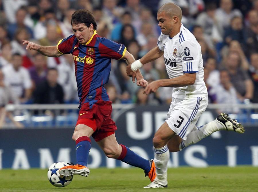 Leo Messi (z lewej)