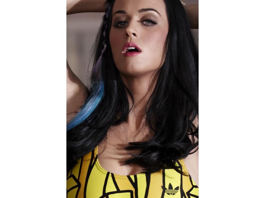 Katy Perry pokochała kostium adidas Originals z wzorem frytek