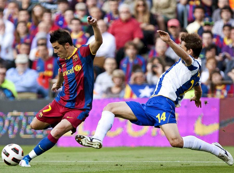 David Villa strzela na bramkę Espanyolu