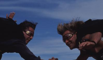 "Patrick Swayze i Keanu Reeves wciąż ""Na fali"""