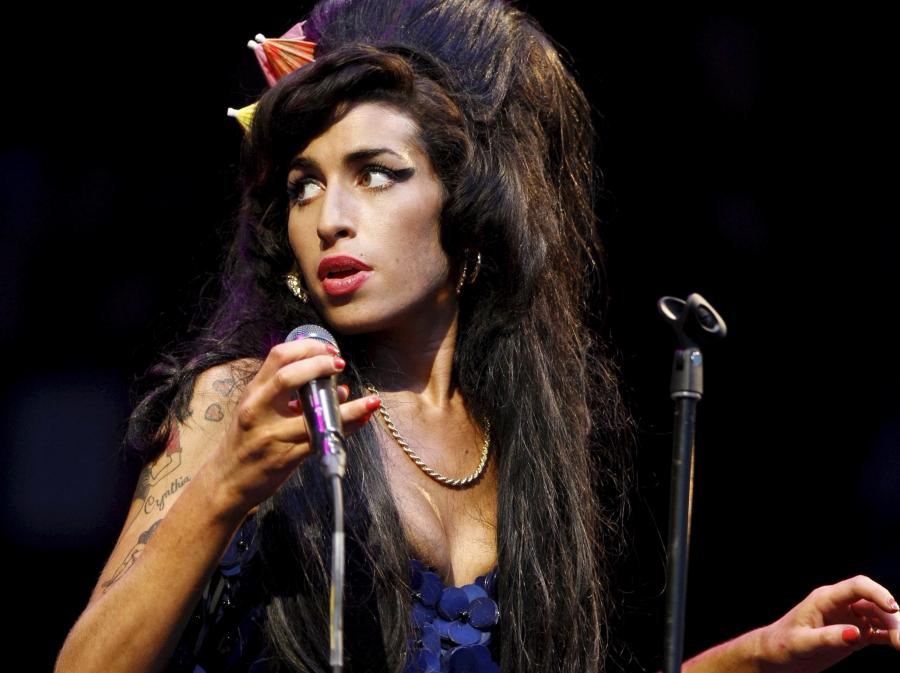 Amy Winehouse na festiwalu Glastonbury w 2008 roku