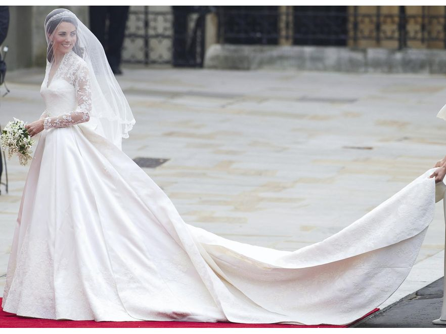 Projektantka Sarah Burton przyznaje, że suknia ślubna Kate Middleton była \