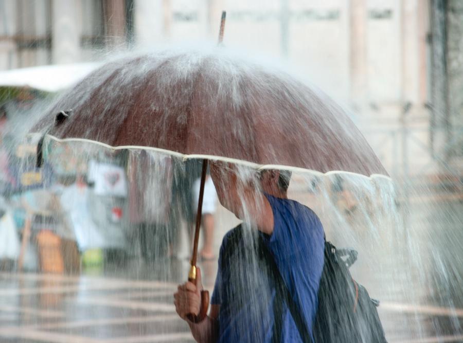 Gminy zarabiają na deszczu