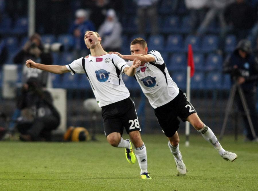 Danijel Ljuboja (z lewej) strzelił zwycięskiego gola w Chorzowie