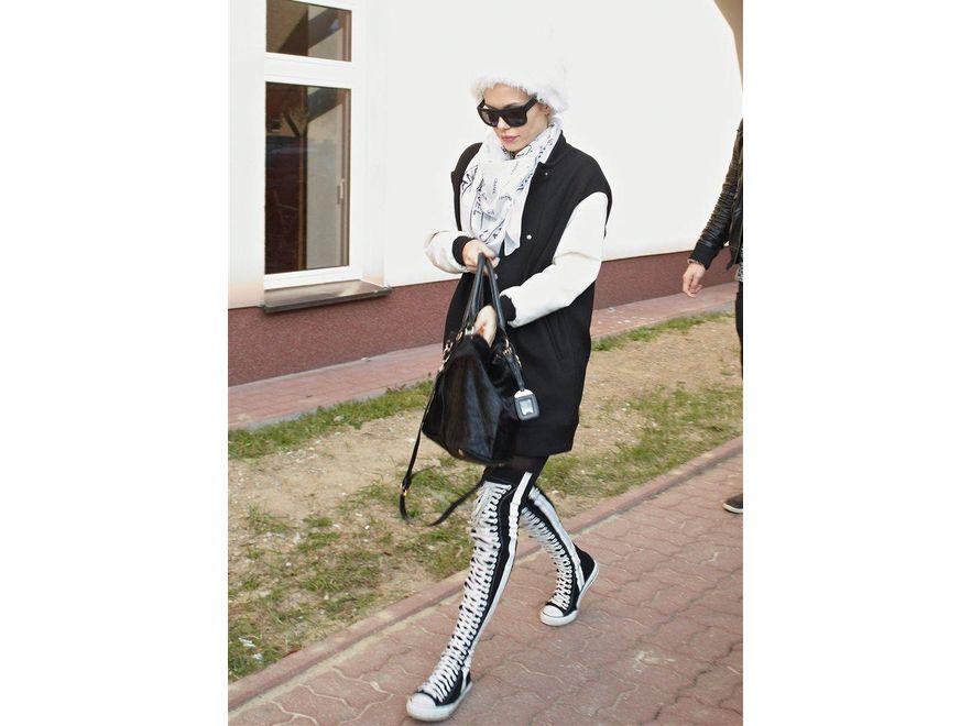 Doda i jej dziwne buty. Ortopedyczne tenisówki?
