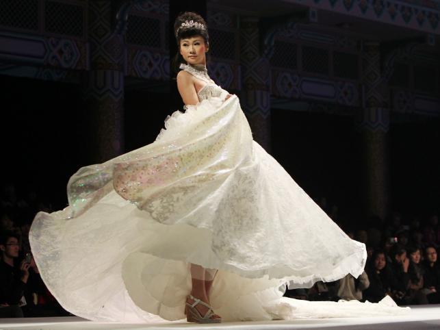 Kolekcja sukien ślubnych Tsai Meiyue na sezon wiosna/lato 2012