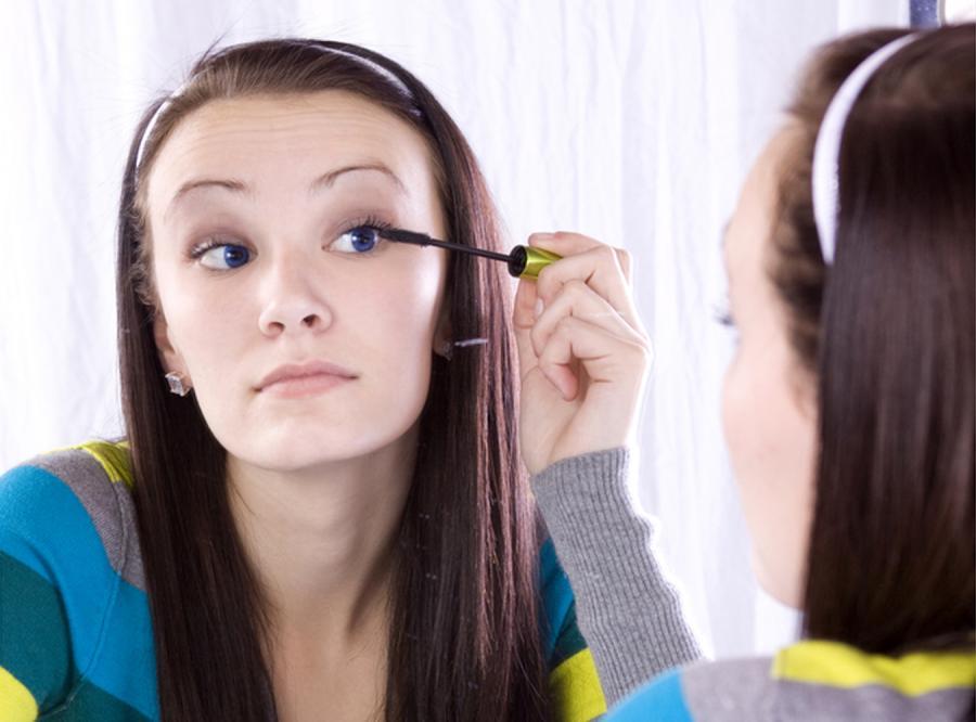Czternastolatka: Bez makijażu jestem naga
