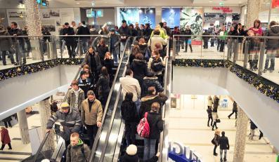 Polacy rzucili się na centra handlowe
