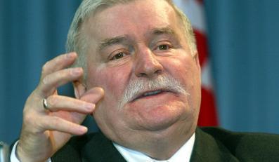 Nagi tors, kijki w rękach. Tak odpoczywa Lech Wałęsa