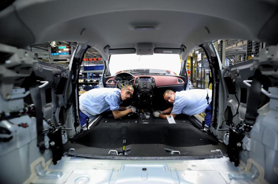 Opel oszczędza i zamyka fabryki. Gliwice zostają