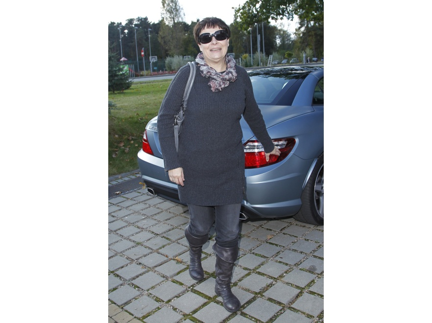 Ilona Łepkowska - dłuższy sweter maskuje biodra.