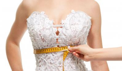 Przymiarka sukni ślubnej