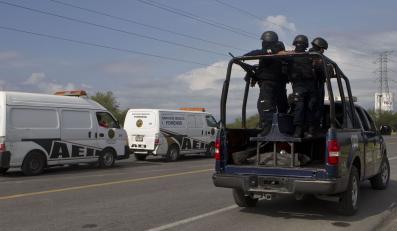 Poćwiartowane zwłoki ponad 40 ludzi na autostradzie