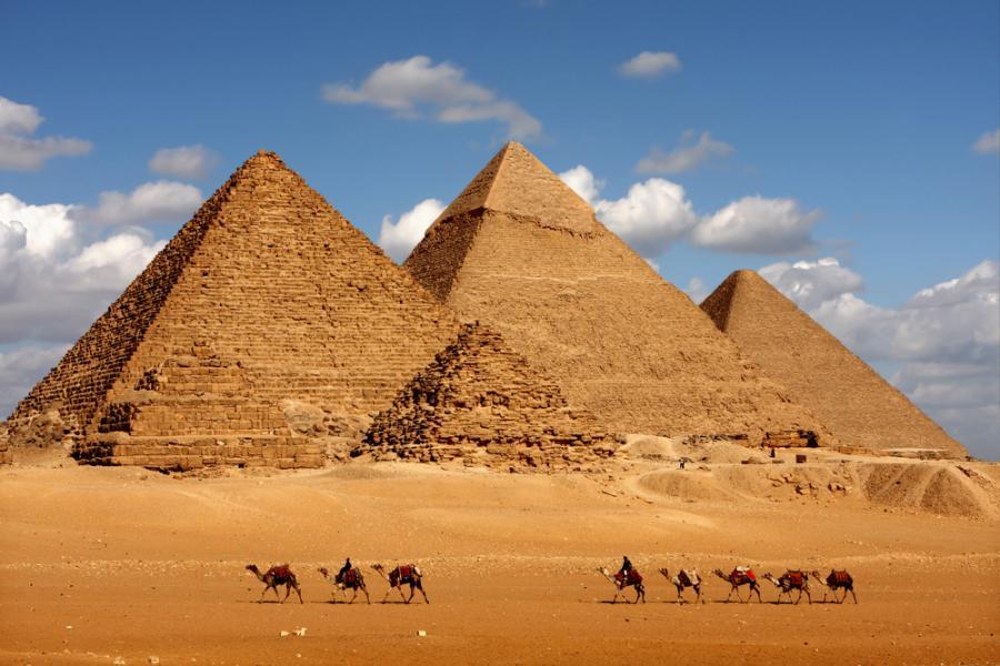 Egipt przyciąga fascynującymi zabytkami. Tu starożytność łączy się z nowoczesnością
