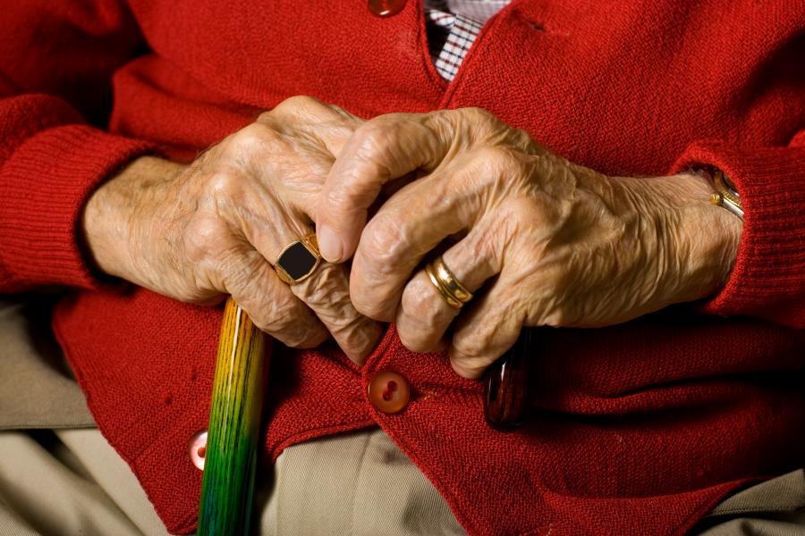Staruszek z laską