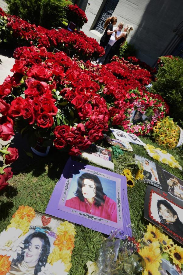 Fani oddali hołd Michaelowi Jacksonowi
