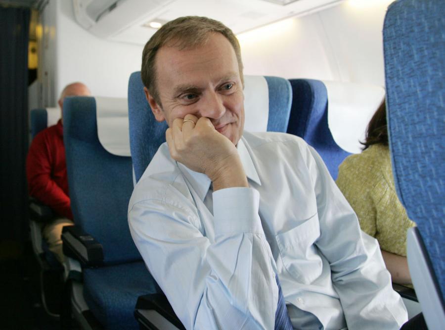 Według sondażu władze powinny latać samolotami rejsowymi