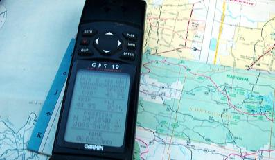 Przez GPS na wiele godzin utknęli w lesie