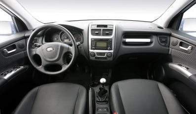 Kabina - tu czeka lepsze audio, grubsza kierownica plus bardziej funkcjonalne sterowanie klimatyzacją