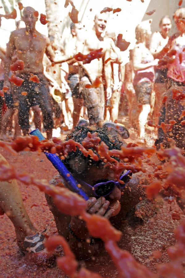 Tomatina. Doroczna wielka bitwa na pomidory w Bunol w Hiszpanii