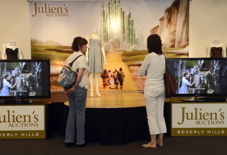 Słynna sukienka Judy Garland sprzedana za blisko pół miliona dolarów