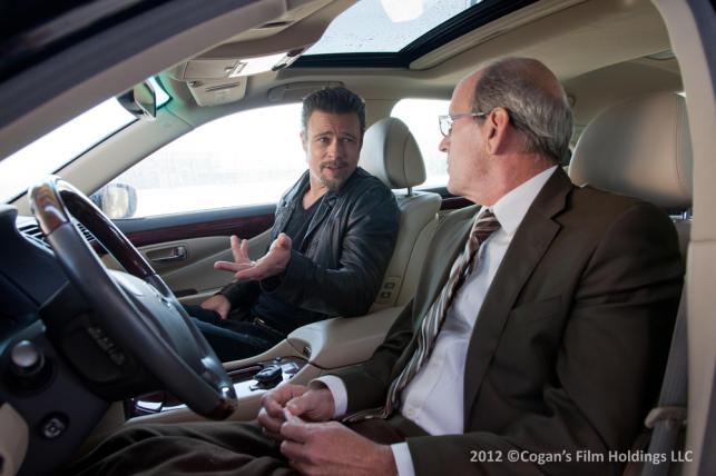 """Brad Pitt i Richard Jenkins w filmie """"Zabić, jak to łatwo powiedzieć"""""""