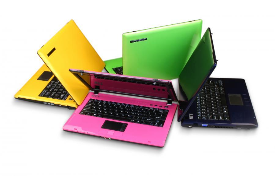 Kolorowe laptopy na każdą kieszeń
