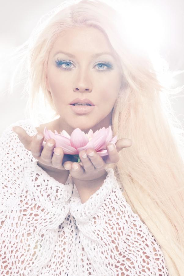 """Christina Aguilera na zdjęciach promujących płytę """"Lotus"""""""