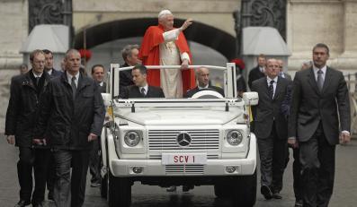 Rewolucja w Watykanie! Papamobile na baterie