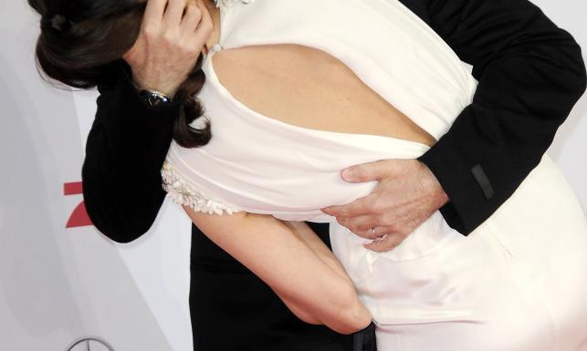 Bruce Willis z żoną Emmą Heming podczas premiery w... Berlinie