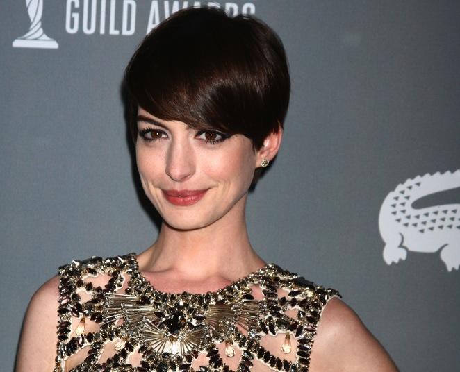 Anne Hathaway zaśpiewa w \