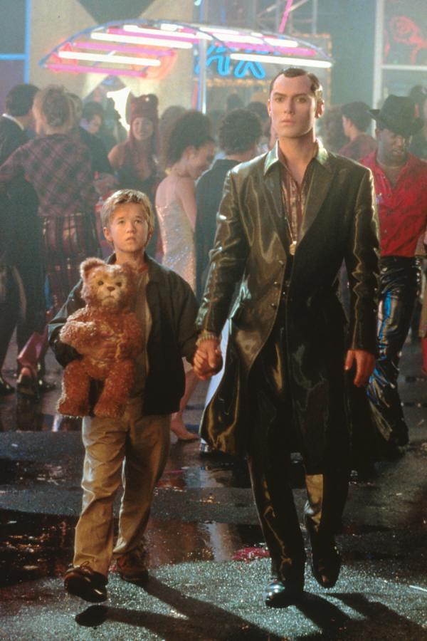 """Haley Joel Osment i Jude Law w filmie """"A.I. Sztuczna inteligencja"""""""