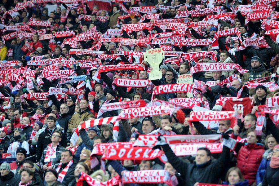 Polscy kibice na Stadionie Narodowym w Warszawie