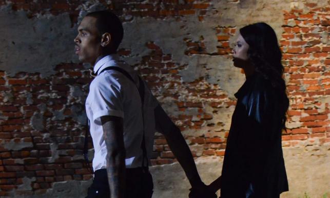 Chris Brown z piękną kobietą podglądani na planie – ZDJĘCIA