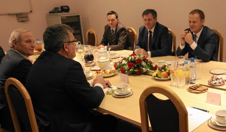 Prezydent Komorowski, premier Tusk oraz ministrowie podczas posiedzenia RBN