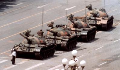 """Słynne zdjęcie, które Jeff Widener wykonał z piątego piętra """"Beijing Hotel"""""""